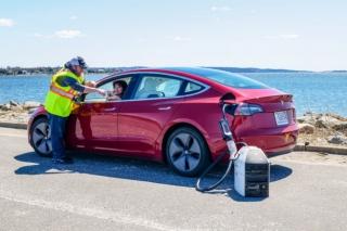 电动车用行动充电器上市,每分钟补血 1 英里续航